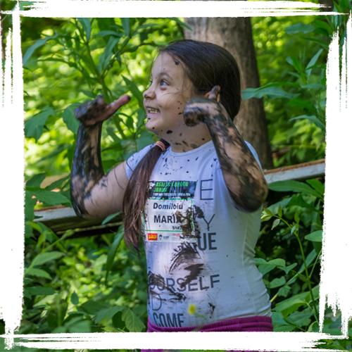 asaltul lupilor junior family mud race