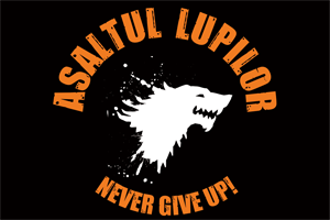 Steag oficial Asaltul Lupilor Never, GIVE UP! (negru)