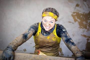 5 uimitoare femei participante la curse cu obstacole