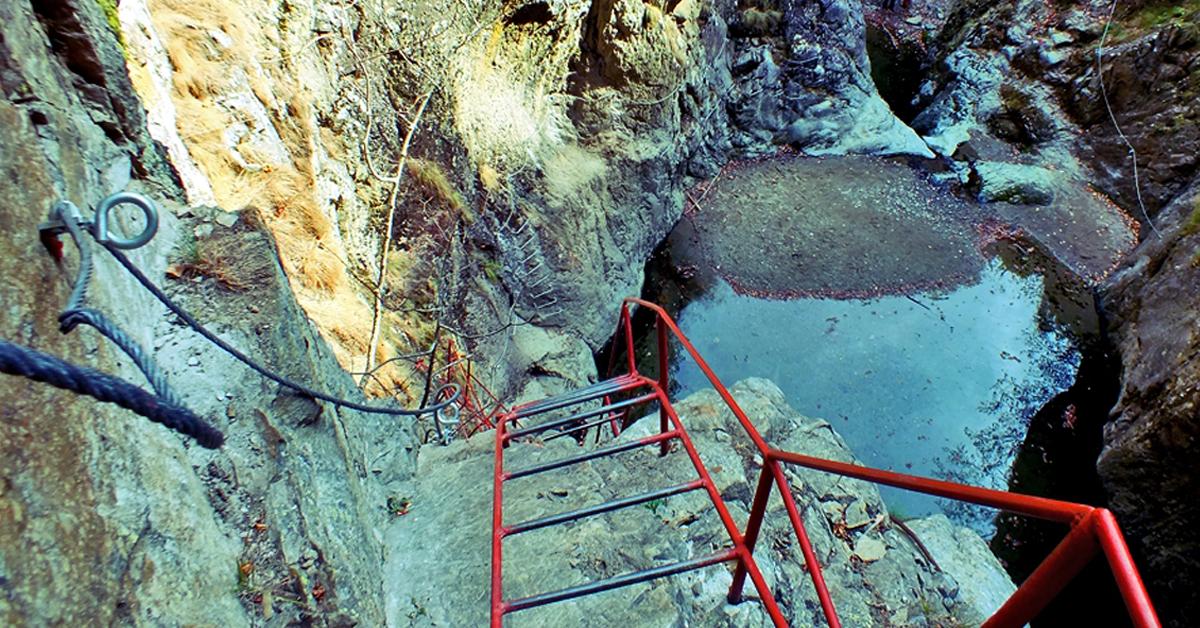 Hiking cu adrenalină prin canionul Valea lui Stan