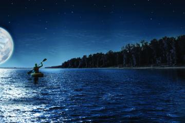 În caiac sub clar de lună plină pe lacul Vidraru … dar nu numai :)