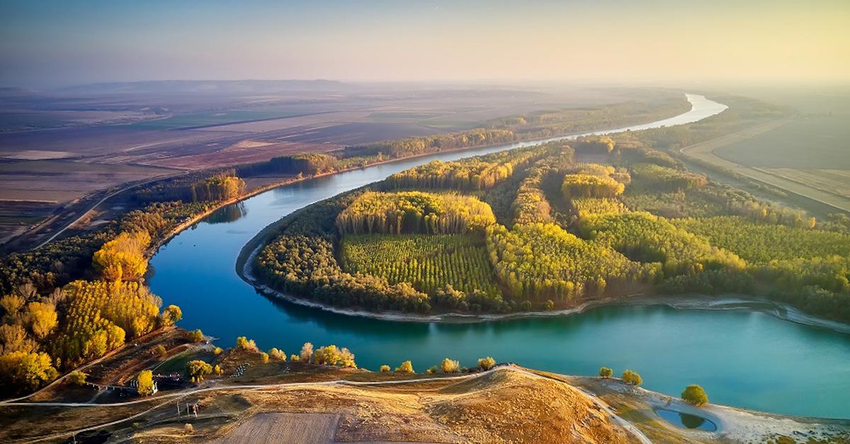 Plimbare cu vaporaşul pe Dunăre & Vizitarea Cetăţii Sucidava